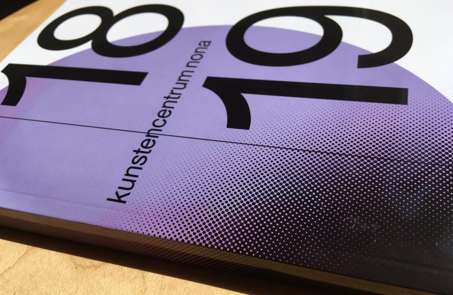 Seizoensbrochure 2018-2019 kunstencentrum nona © Stijn Van Bosstraeten