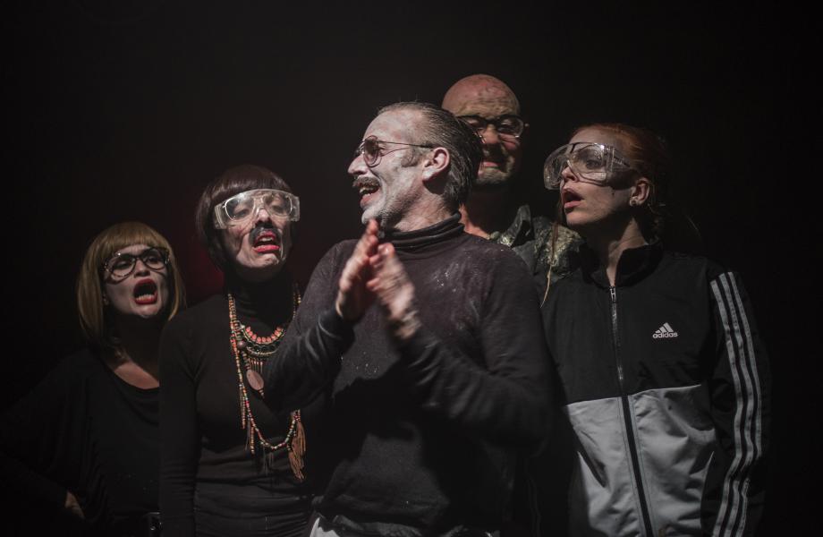 Tine Van den Wyngaert, Kirsten Pieters, Steve Geerts, Chiel van Berkel en Anneke Sluiters in Gonzo (Abattoir Fermé)