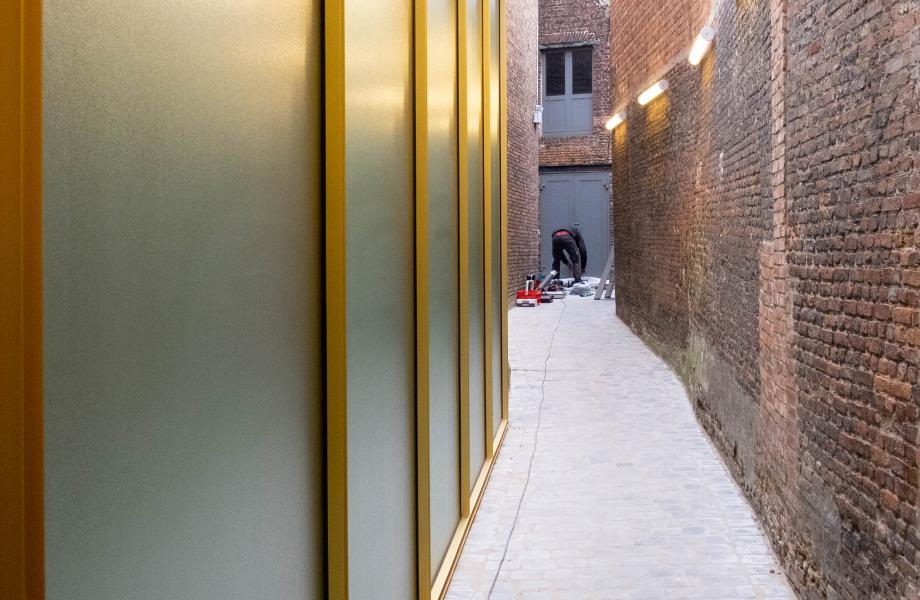 Ingang naar patio kunstencentrum nona © Stijn Van Bosstraeten