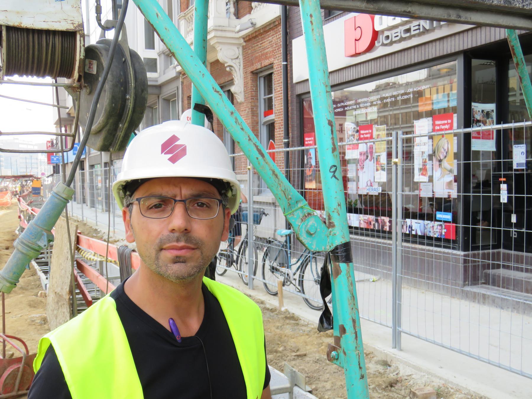Foto van Fabrizzio, werfleider voor de beschoeide sleuven
