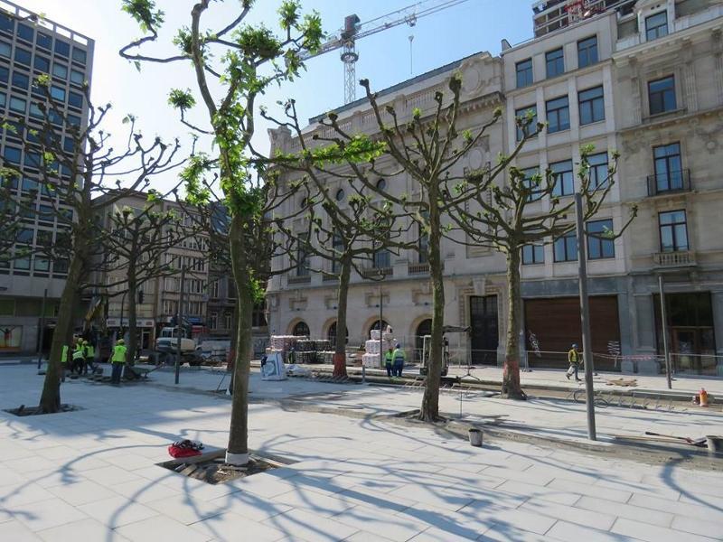 foto van de nieuwe busperrons naast de Opera
