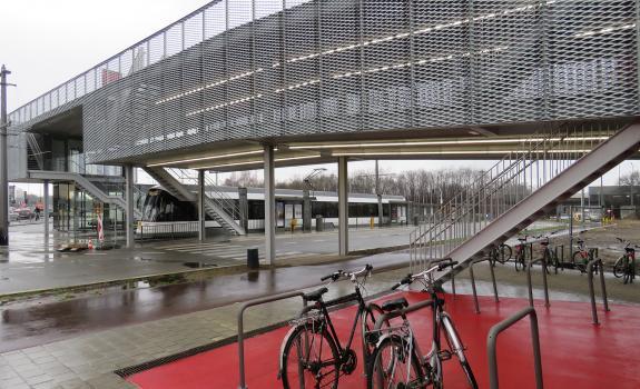 Fietspaviljoen met zicht op tramhaltes