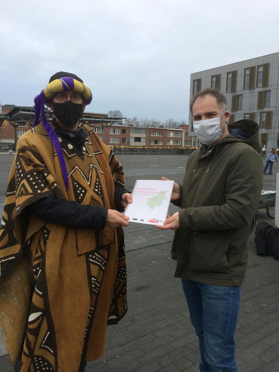 Overhandiging van het Zorro-rapport op Driekoningen.