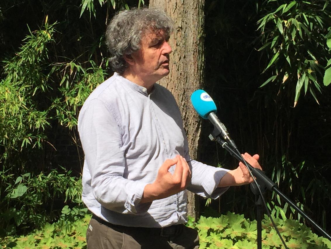Peter Vermeulen staat ATV te woord.