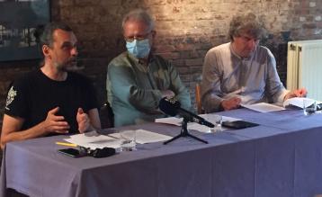 Manu Claeys (stRaten-generaal), Dirk Avonts (Ademloos) en Peter Vermeulen (Ringland) op de gezamenlijke persconferentie.