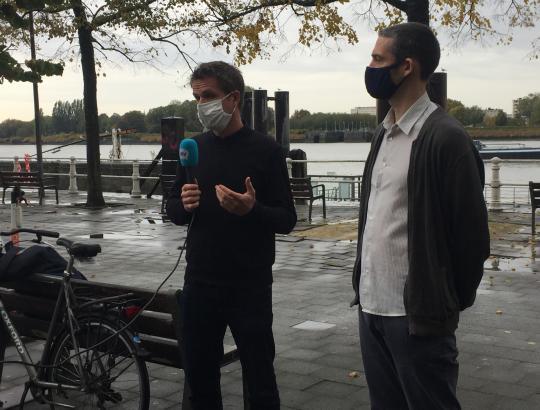 Huib Huyse en Thomas Vanoutrive worden geïnterviewd door ATV.