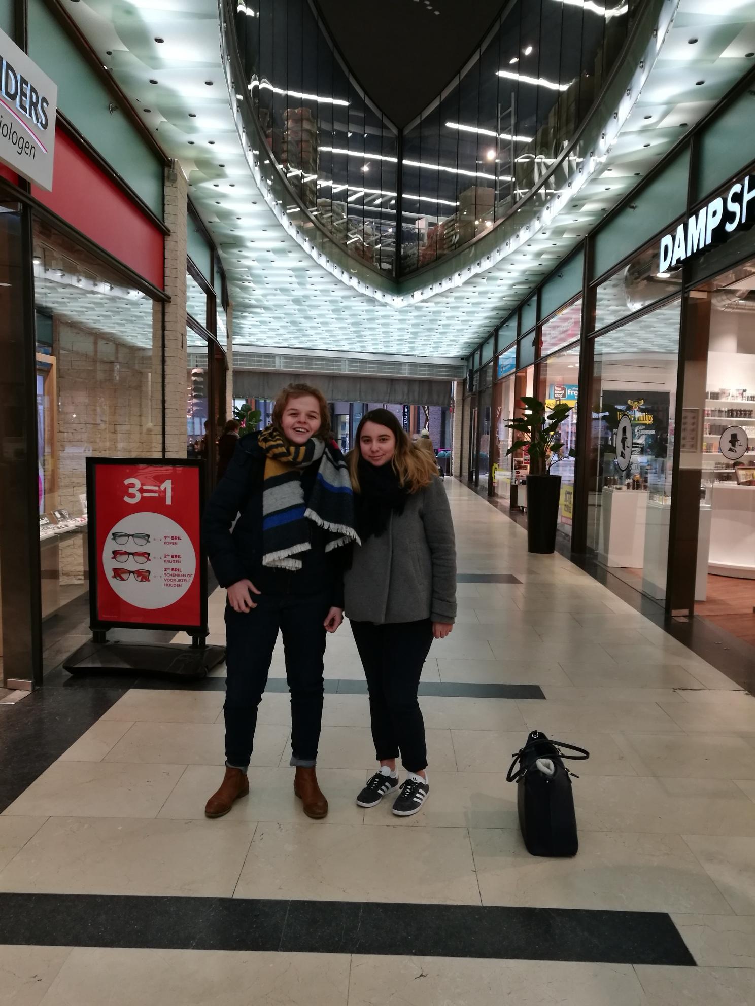 Twee jongeren op straat