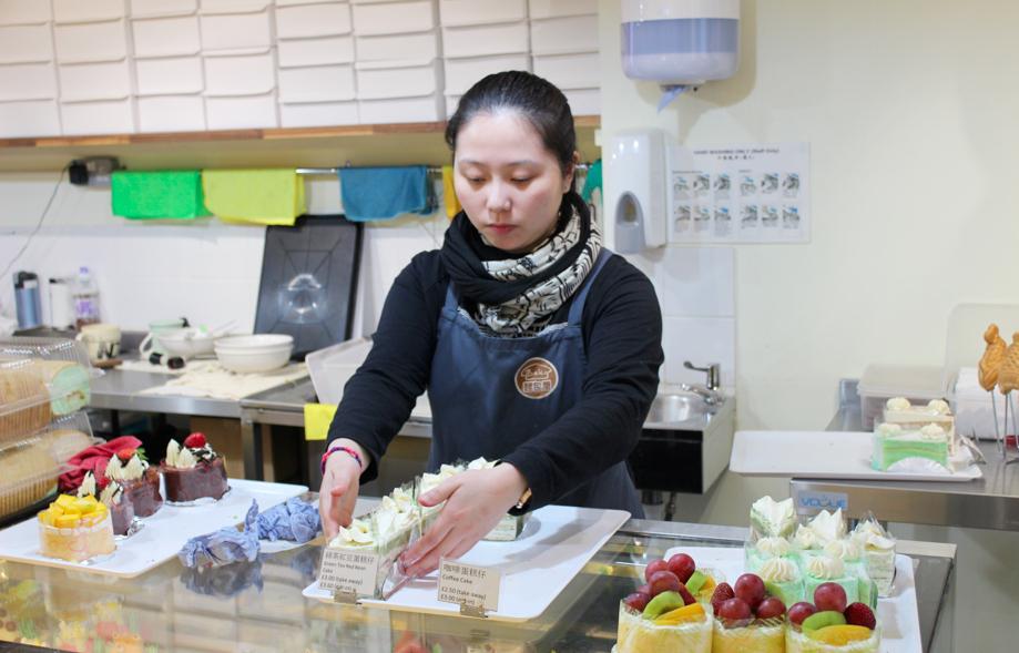 Chung Hzu Zung werkt met enkele vrienden in de bakkerij Bake, gelegen in Chinatown.