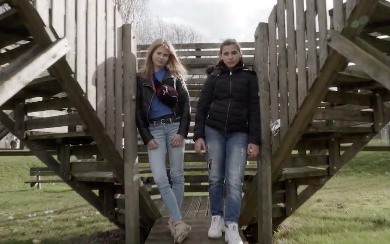 twee dames uit de video van de vlaamse jeugdraad