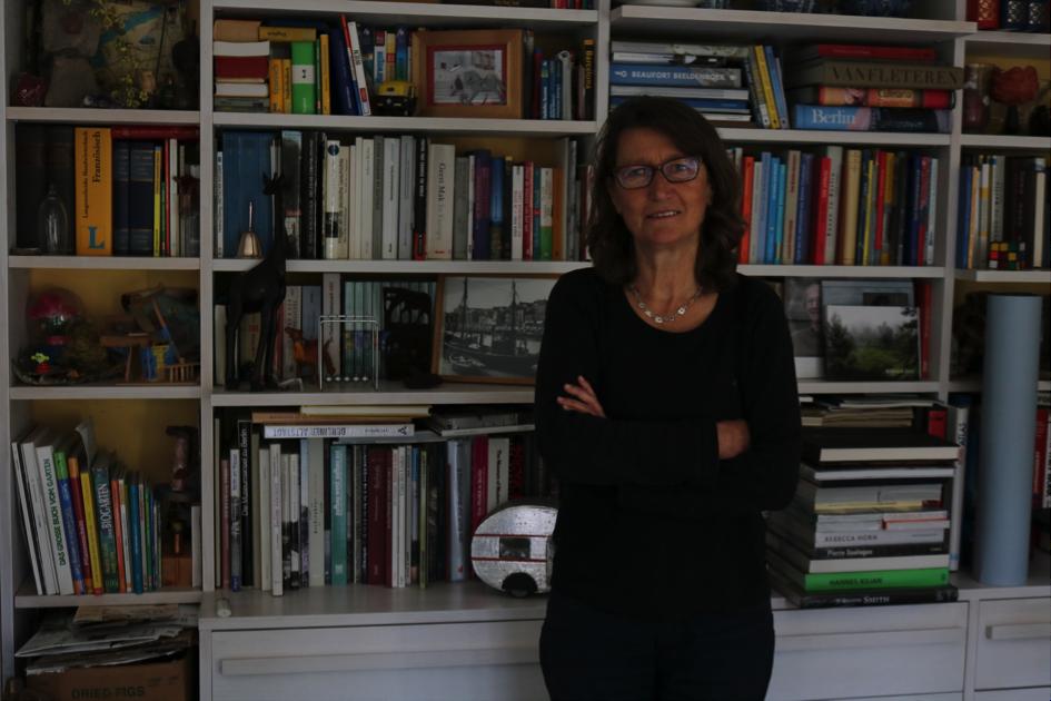 De kast van Lieve Pillen staat vol met boeken over Berlijn