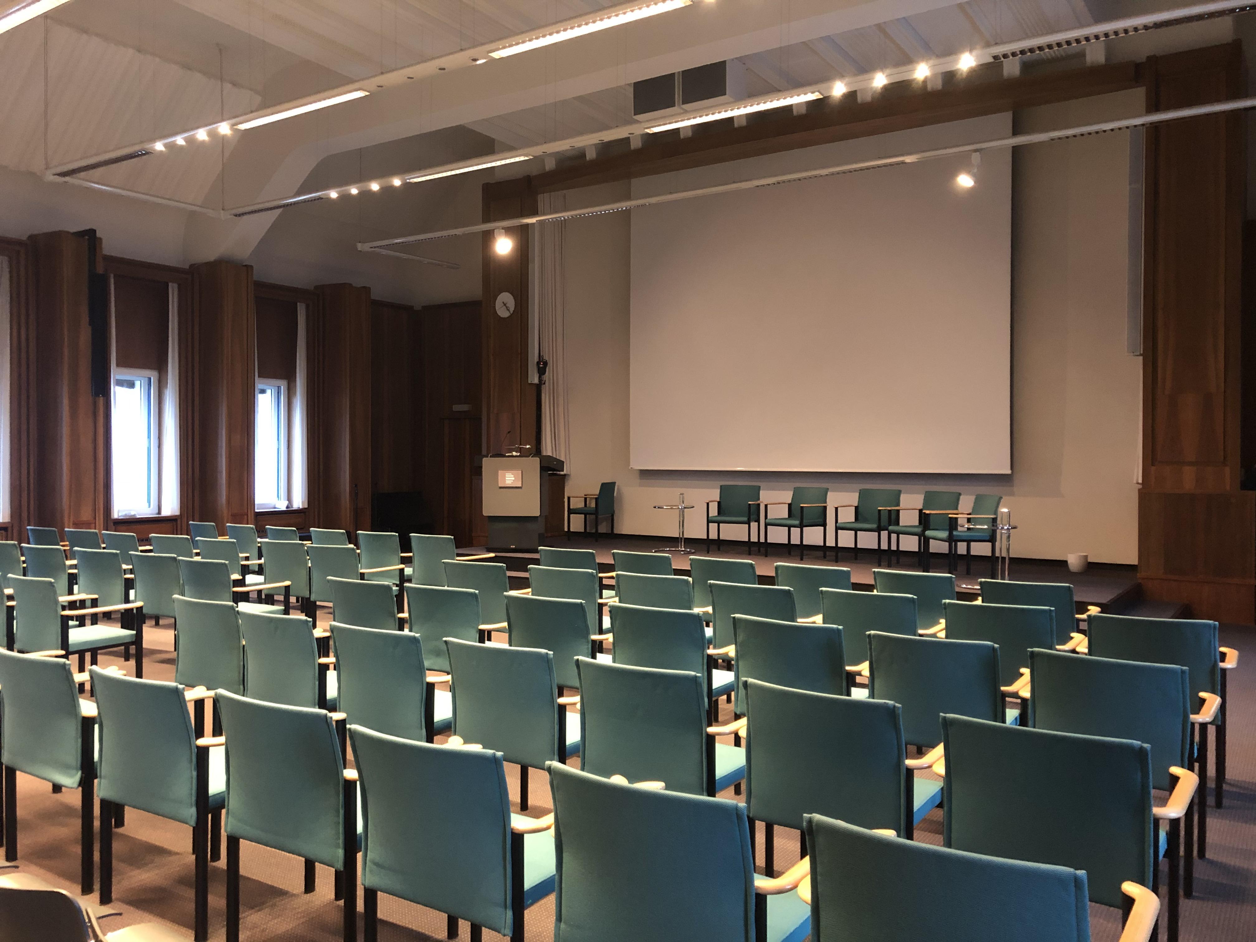 Een voormalige live-studio wordt nu als vergaderzaal gebruikt