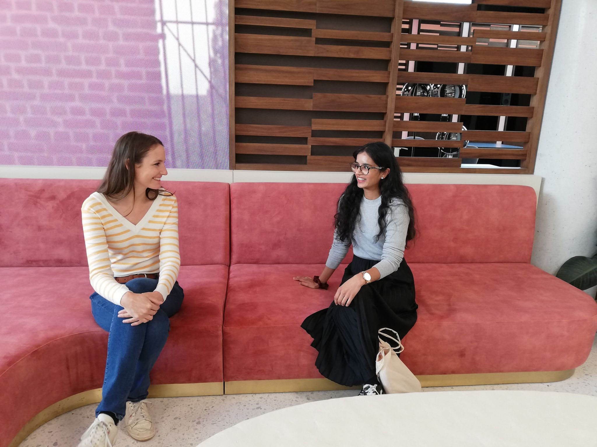 Romina in gesprek met Noreen