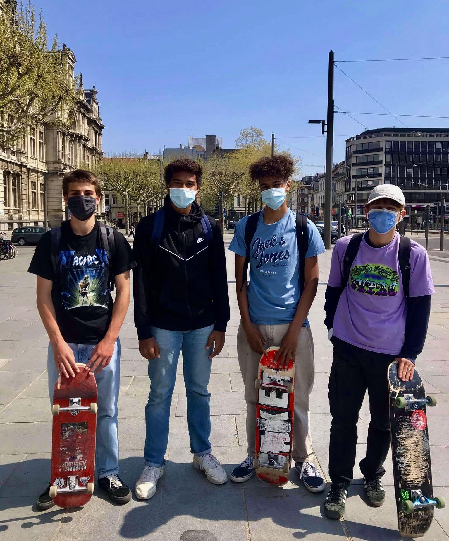 Een groepje skaters op de Rooseveltplaats in Antwerpen