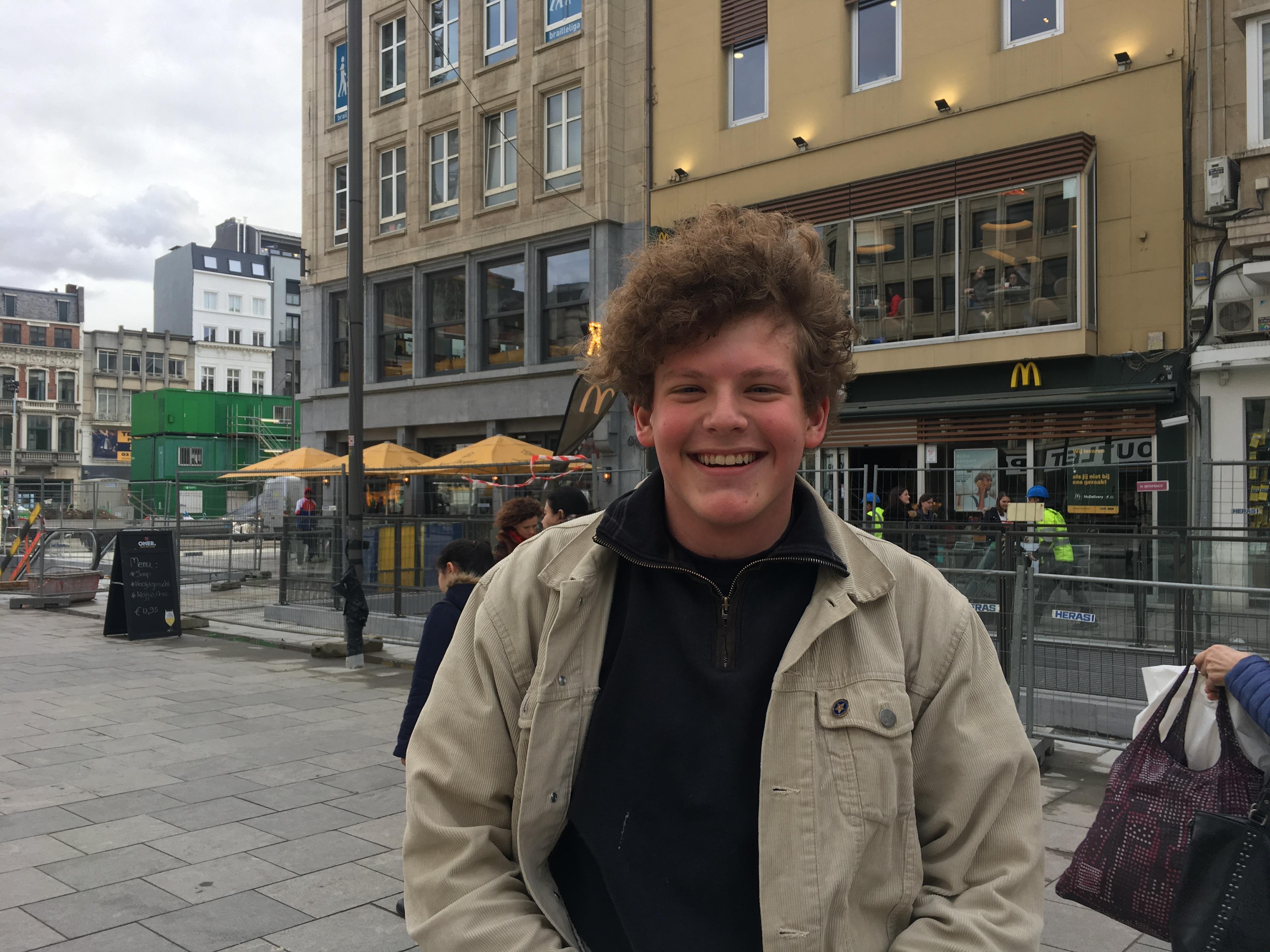Brent (18) shopt alleen in vintagewinkels.