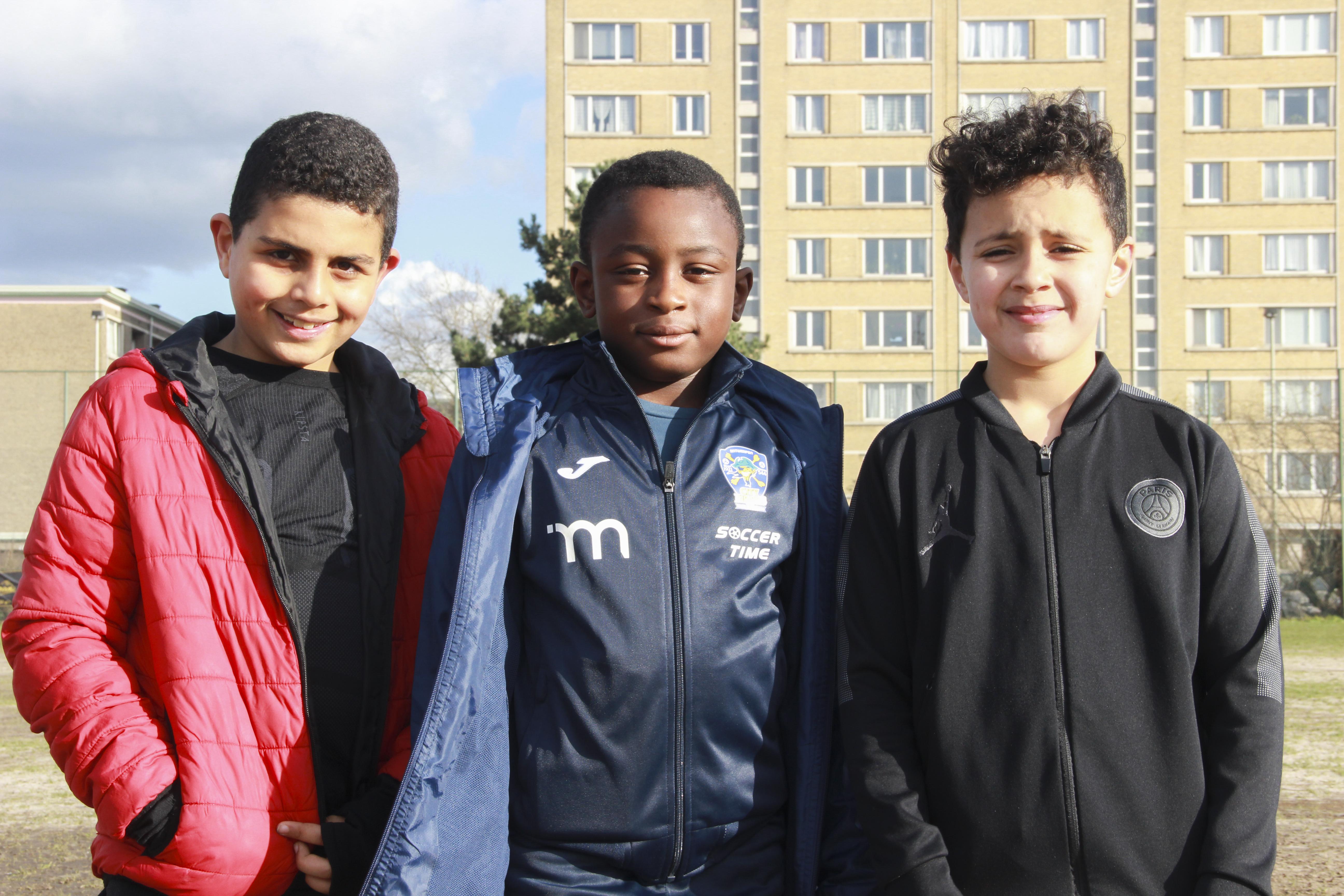 Drie jonge spelers van verschillende afkomst