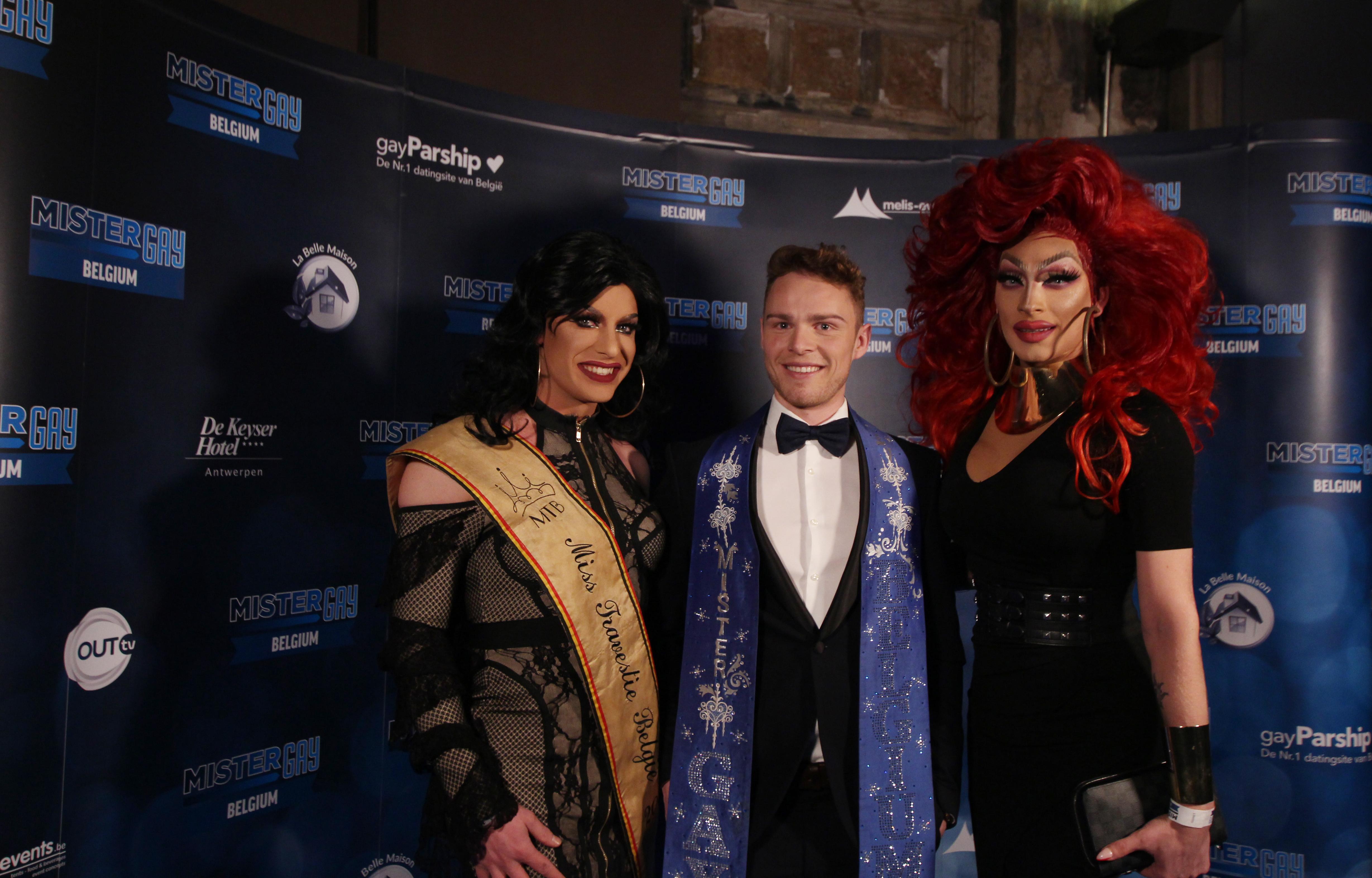 Matthias De Roover met lokale drag queens