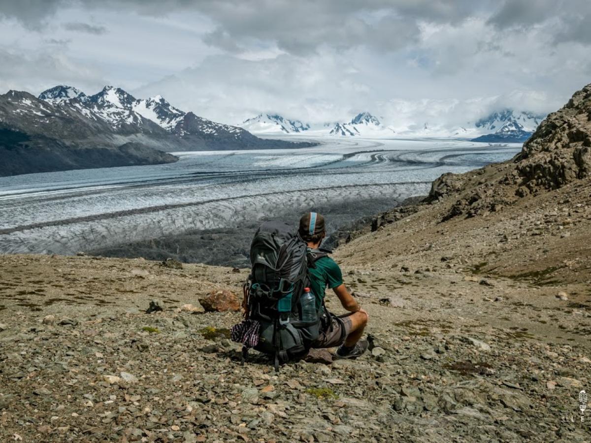 Olivier Van Herck bewandelt het Santa Cruz Trail in Caraz. Dit is een tocht van ongeveer 50 kilometer langs besneeuwde bergtoppen.