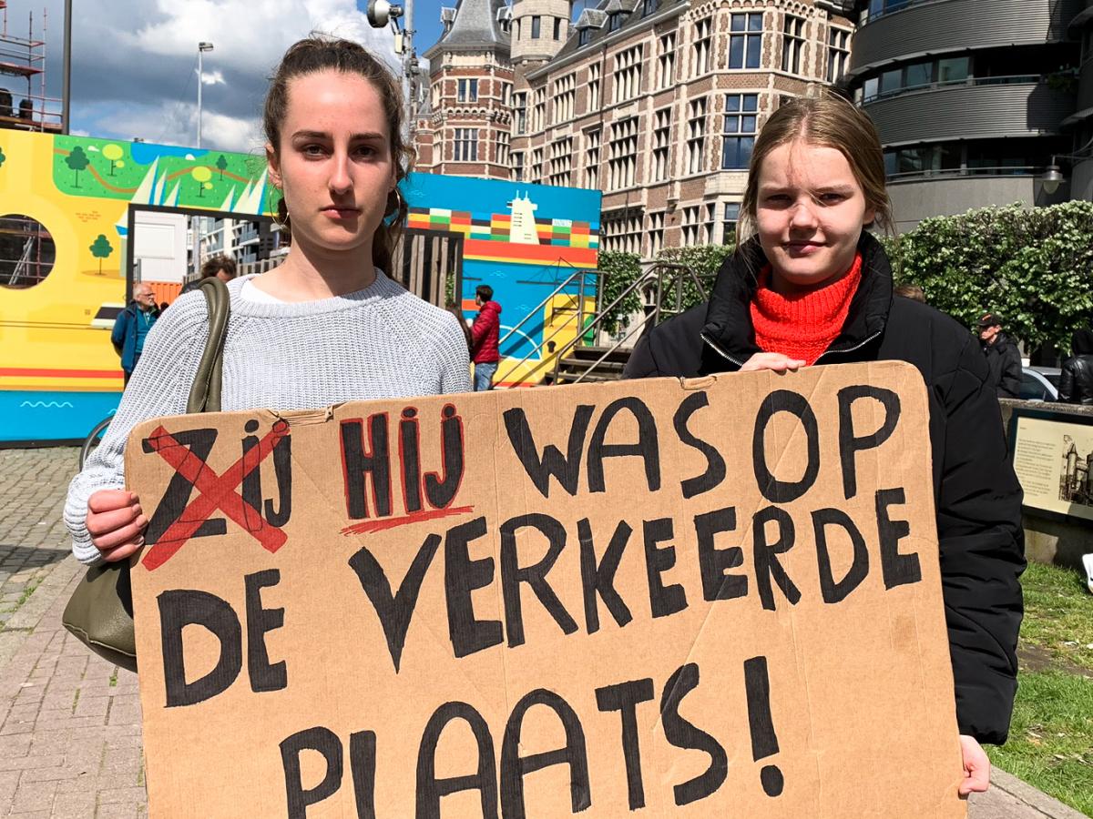 Betogers op de stille mars tegen seksueel geweld