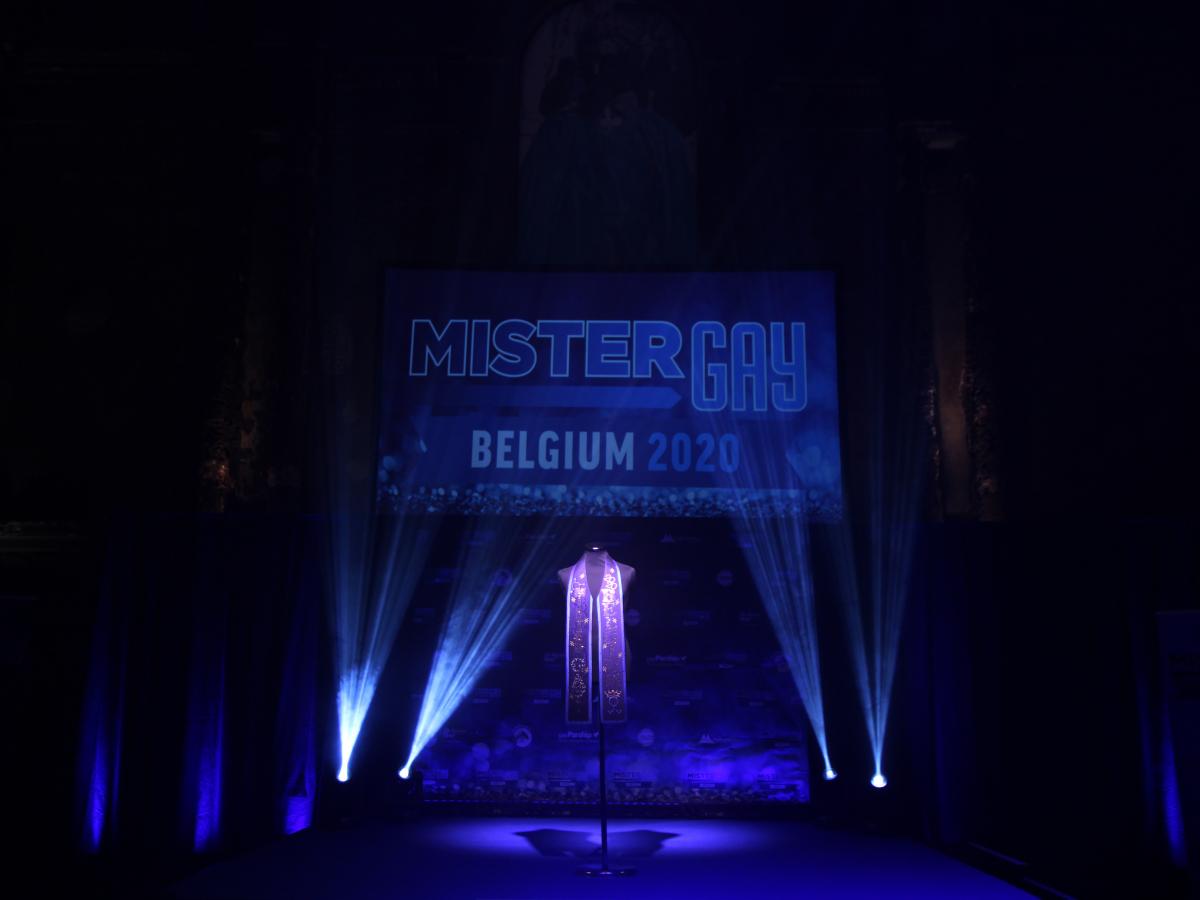Sjaal voor de winnaar van Mister Gay Belgium 2020