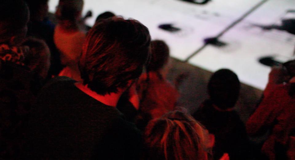 Publiek kijkt naar 3ACH op BIG BANG BUURT