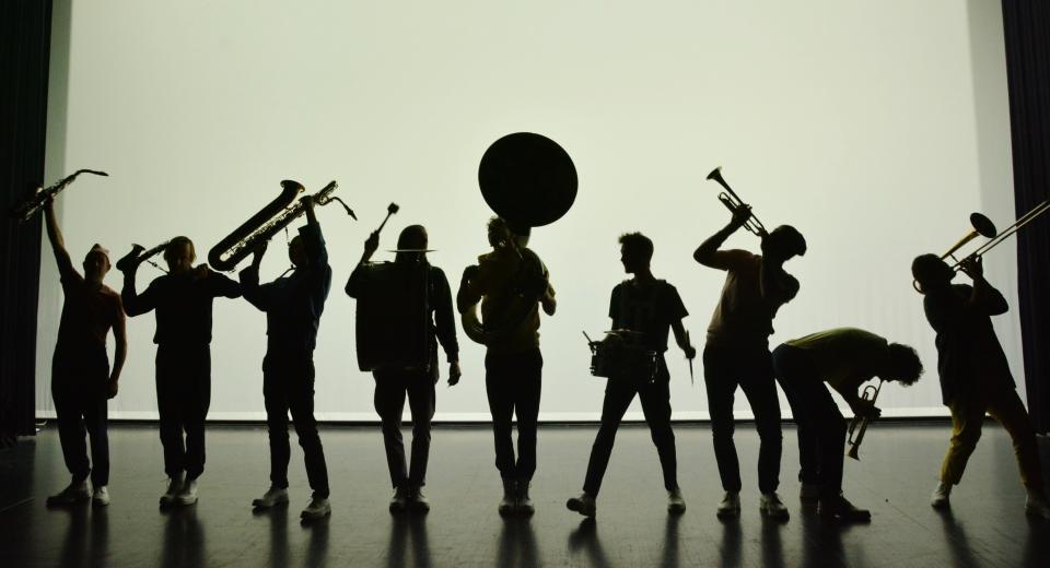 Repetitiebeeld uit voorstelling Koper & Vel van Zonzo Compagnie en HOP FROG Fanfare