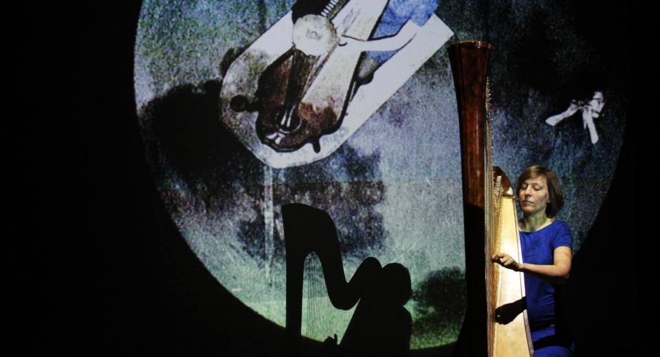 Beeld uit voorstelling BerBerio van Zonzo Compagnie met Revue Blanche
