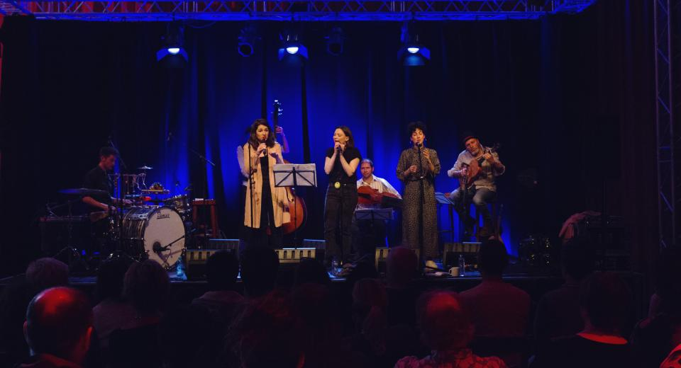 Liedjes met Wortels XL muzikanten op podium