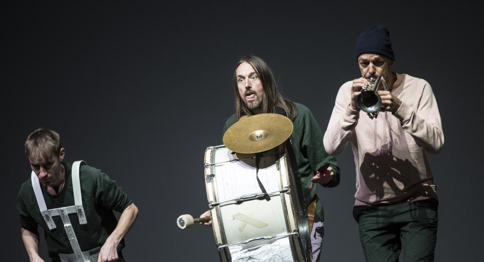 Beeld uit voorstelling Koper & Vel van Zonzo Compagnie en HOP FROG Fanfare