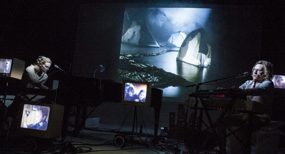 Beeld uit voorstelling Slumberland van Zonzo Compagnie met An Pierlé en Fulco Ottervanger