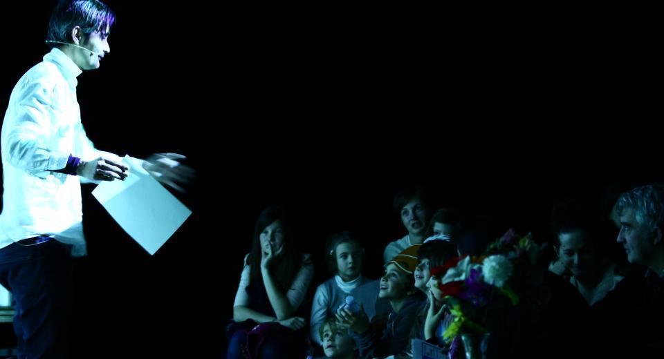 Beeld uit voorstelling Listen to the Silence van Zonzo Compagnie
