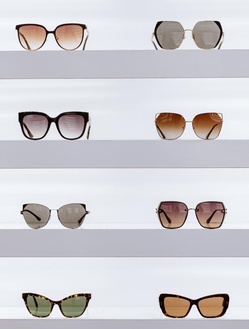 brillen op een rek