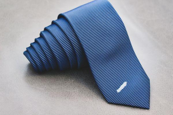 Zeppelin Krawatte aus Seide in blau
