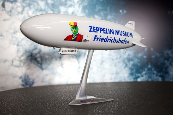 Sondermodell Zeppelin Modell 1:200 / 175 Jahre Graf Zeppelin von Herpa